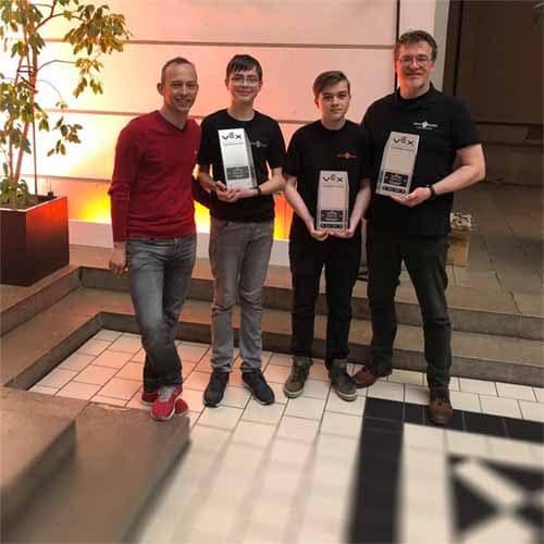 Das Sieger-Team des Robotik-Wettbewerbs